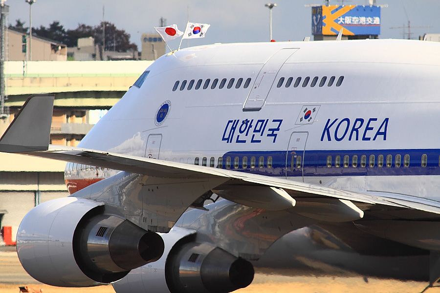KOREA AIR FORCE ONE B747-4B5@RWY14Rエンド猪名川土手(by EOS 50D with SIGMA APO 300mm F2.8 EX DG/HSM + APO TC2x EX DG)
