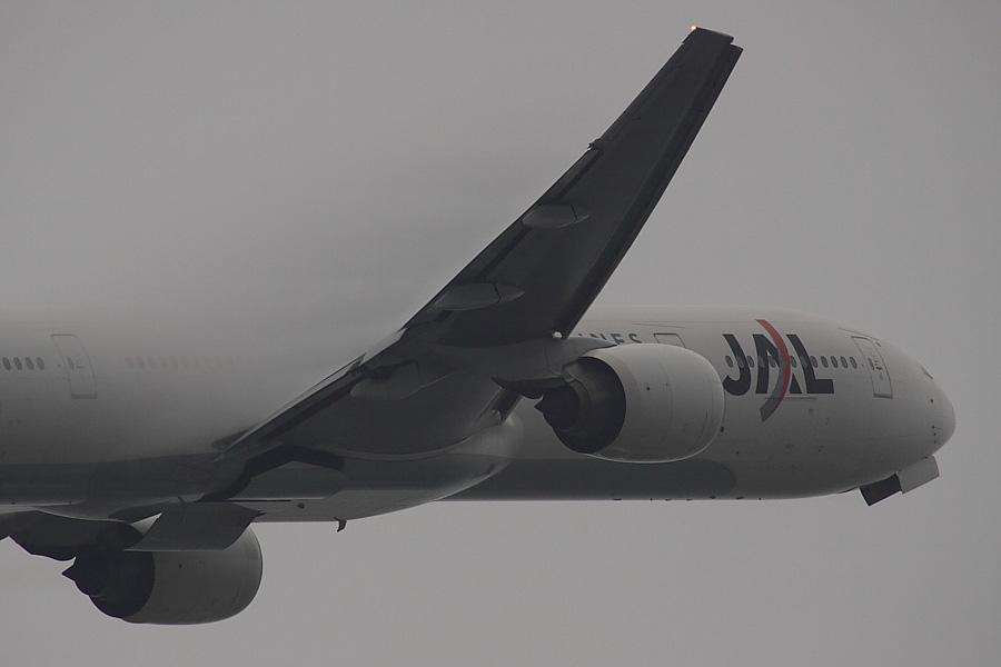 JAL B777-346 JAL2081@下河原緑地展望デッキ(by EOS 50D with SIGMA APO 300mm F2.8 EX DG/HSM + APO TC2x EX DG)