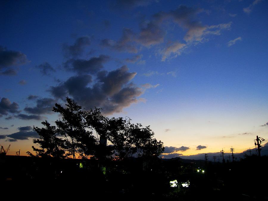 日の出前の空@寮のベランダ(by IXY DIGITAL 910IS)