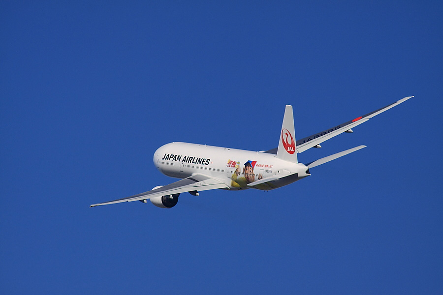 JAL B777-246 JAL110@RWY14Rエンド猪名川土手(by EOS 50D with SIGMA APO 300mm F2.8 EX DG/HSM + APO TC2x EX DG)