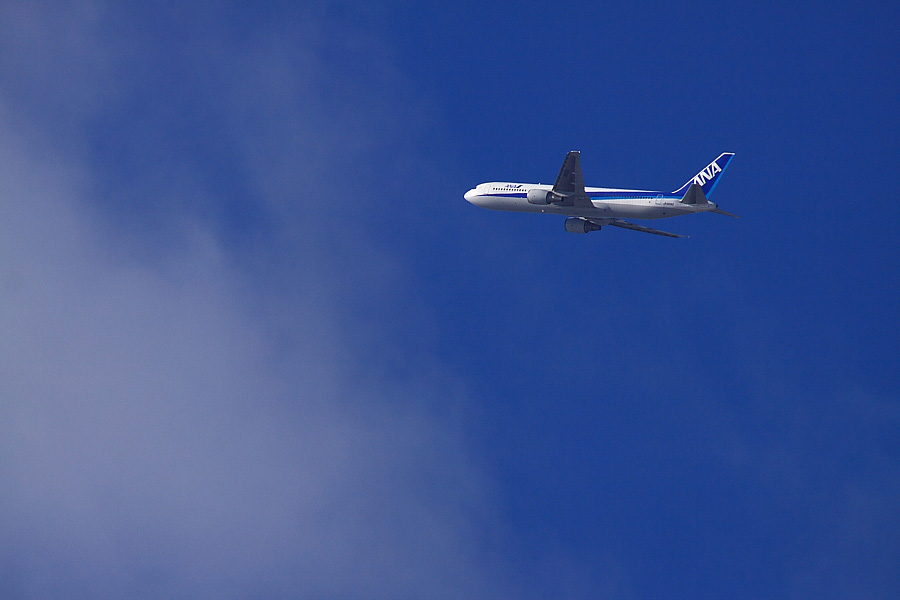 ANA B767-381 ANA543@RWY14Rエンド猪名川土手(by EOS 50D with SIGMA APO 300mm F2.8 EX DG/HSM + APO TC2x EX DG)