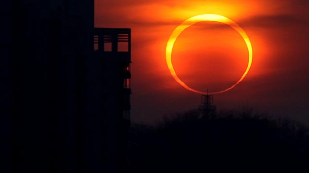 annular-eclipse-sun-moon-this-saturday-may-2012_53394_610x343[1]