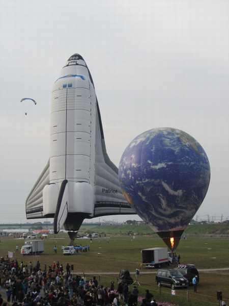 スペースシャトルと地球