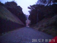 大清水浄化センター前・上から見た坂(動画から切り出したもの)