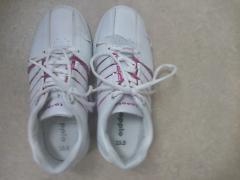 ひび割れた仕事用の靴