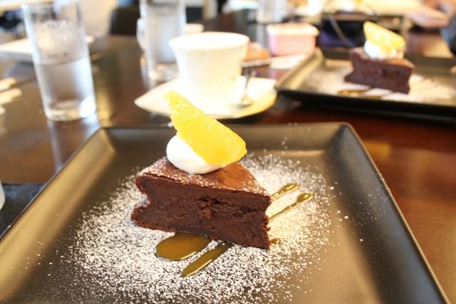 チョコレートケーキとコーヒー