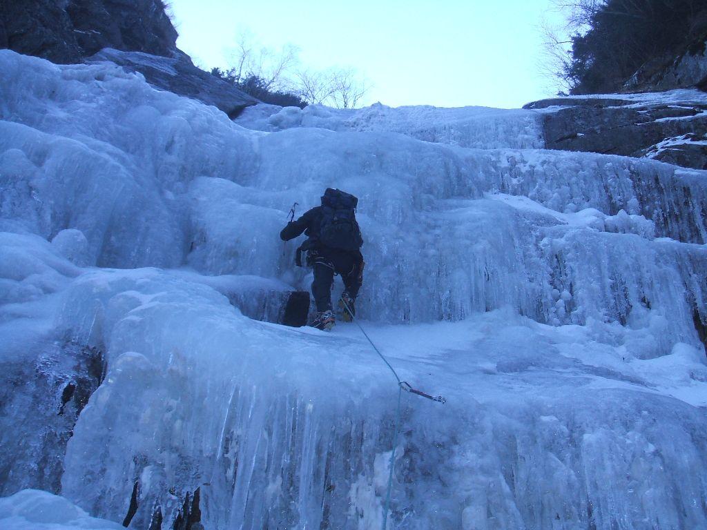 坊主ノ滝を攀るAK