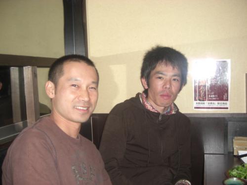 (1)右アパパネ福田調教厩務員・左アニメイトバイオ中島助手