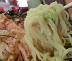 絞まった麺