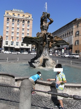 バルベリーニ広場トリトーネの噴水