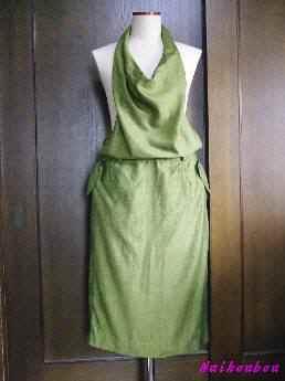 ホルターネックのジャンバースカート1