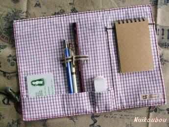 革のペンケース(内側)