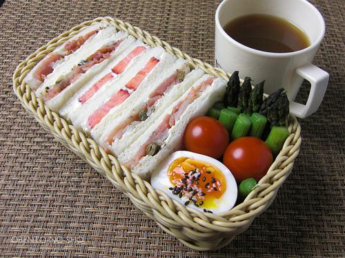 マスカルポーネの苺サンド弁当01