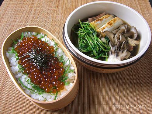 いくら丼&きのこ汁弁当01