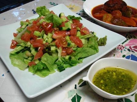 ドレッシングのサラダ