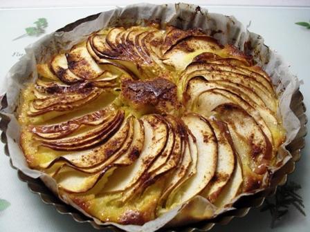 シナモン乗っけてリンゴのケーキ