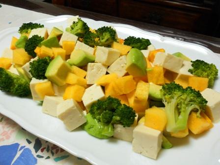 柿とアボカドお豆腐のサラダ