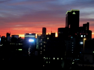 台風接近の夕日1