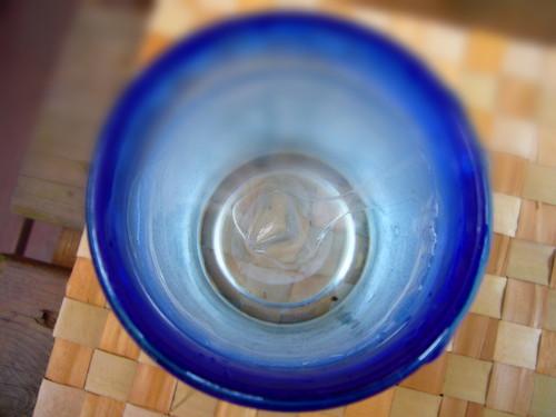 琉球ガラスと水