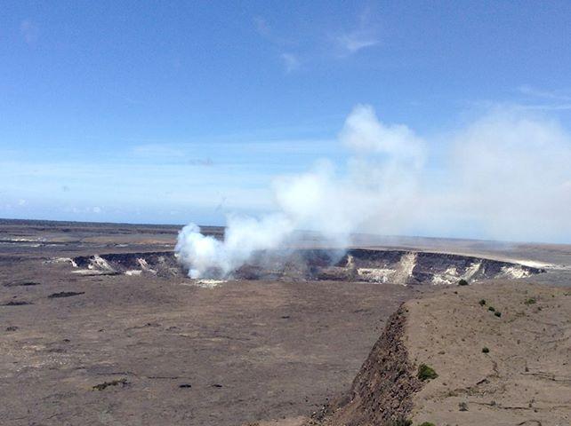 キラウェア火山噴火口2013