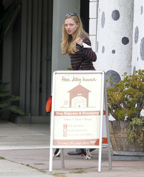 Amanda+Seyfried+Amanda+Seyfried+Picks+Up+Josh+nCuSpMzbbJGl.jpg