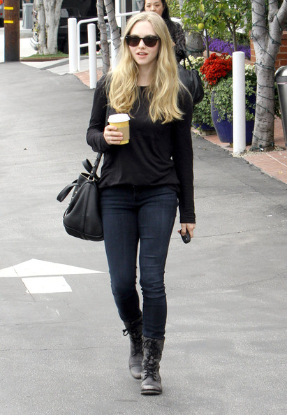 Amanda+Seyfried+Out+Shopping+Fred+Segal+w6Qvy7mNqY_l.jpg