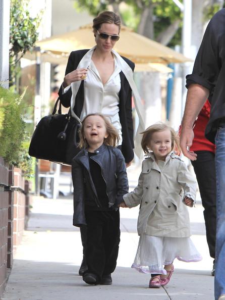Angelina+Jolie+Takes+Twins+Shopping+TCUxfmct9Jml.jpg