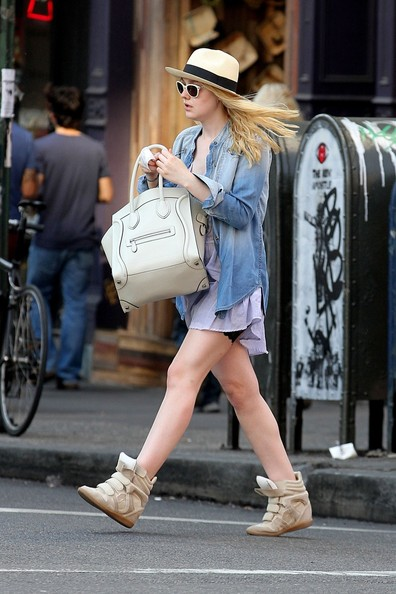 Dakota+Fanning+stays+green+recycling+after+j7rXekzuQVFl.jpg
