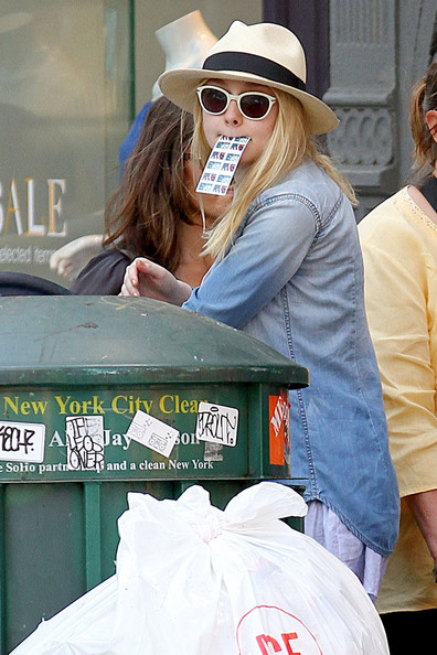Dakota+Fanning+stays+green+recycling+after+snib2wlPC__l.jpg