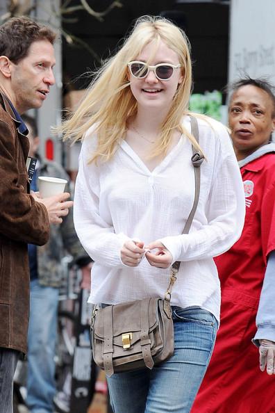 Dakota+Fanning+takes+sights+New+York+City+uS2eyU4vCV2l.jpg
