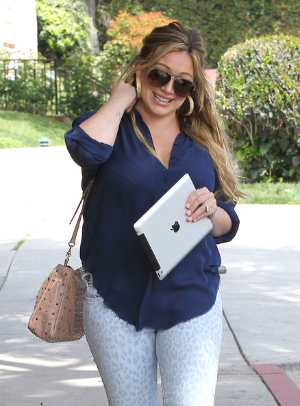 Hilary+Duff+Steps+Out+First+Time+Since+Baby+z2EI9elDyZhl.jpg