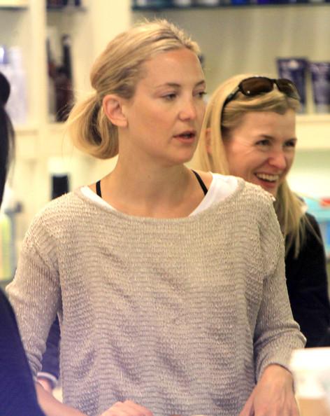 Kate+Hudson+Shops+Cosmetics+Bingham+ay5pbE3wrgzl.jpg