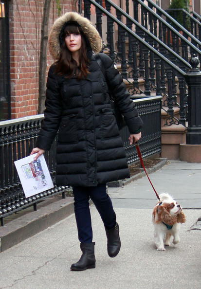 Liv+Tyler+Heads+Out+Pup+qpUu342Pqkkl.jpg