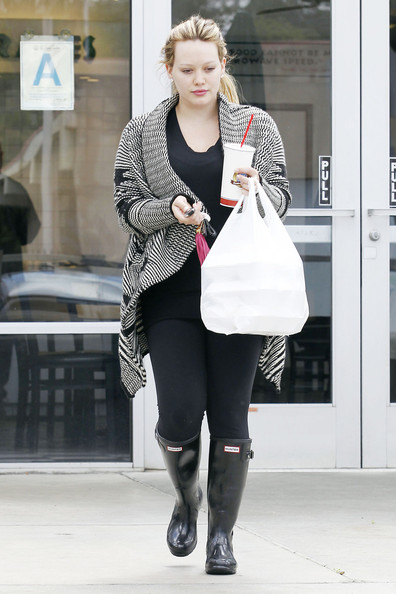 Makeup+less+Hilary+Duff+grabs+healthy+lunch+5NYnL-Io1anl.jpg