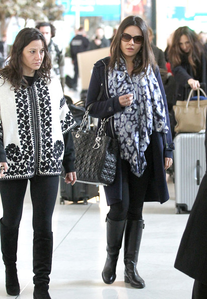 Mila+Kunis+Mila+Kunis+Touches+Down+Paris+sQ5tmNCYtcHl.jpg