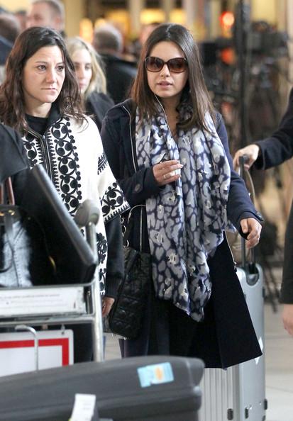 Mila+Kunis+Mila+Kunis+Touches+Down+Paris+sXBlVQmCIdyl.jpg