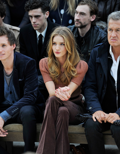 Rosie+Huntington+Whiteley+Burberry+Autumn+sA7wZlAKCxFl.jpg