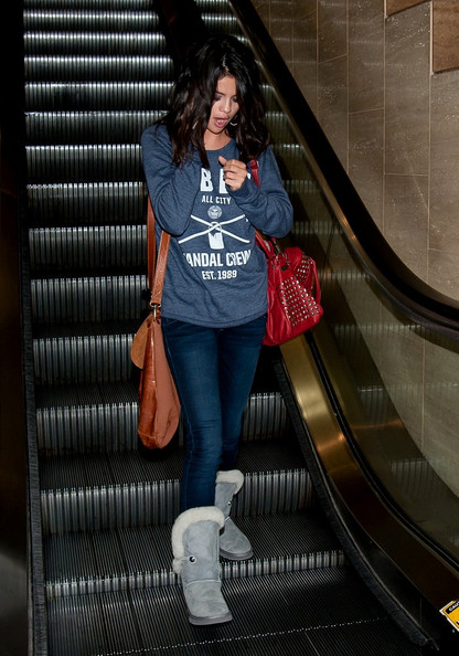 Selena+s+nailbiting+call+-QudGgKMRoMl.jpg