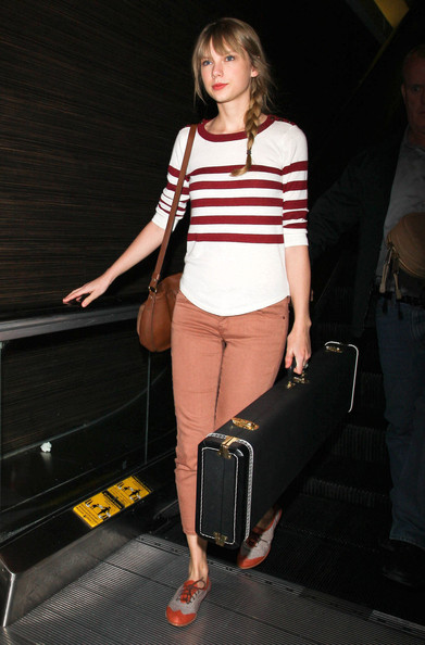 Taylor+Swift+Arriving+Flight+LAX+xijzTD_CXYxl.jpg
