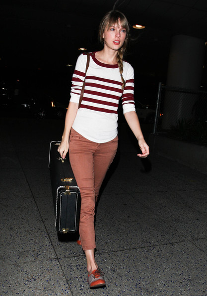 Taylor+Swift+Arriving+Flight+LAX+xrXYR9842uIl.jpg