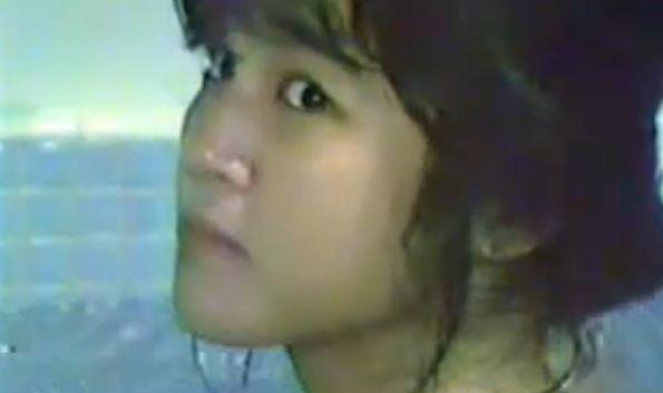 【安田成美】乳首露出させた入浴シーン