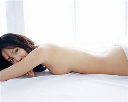 中村ゆりが初セミヌード写真集