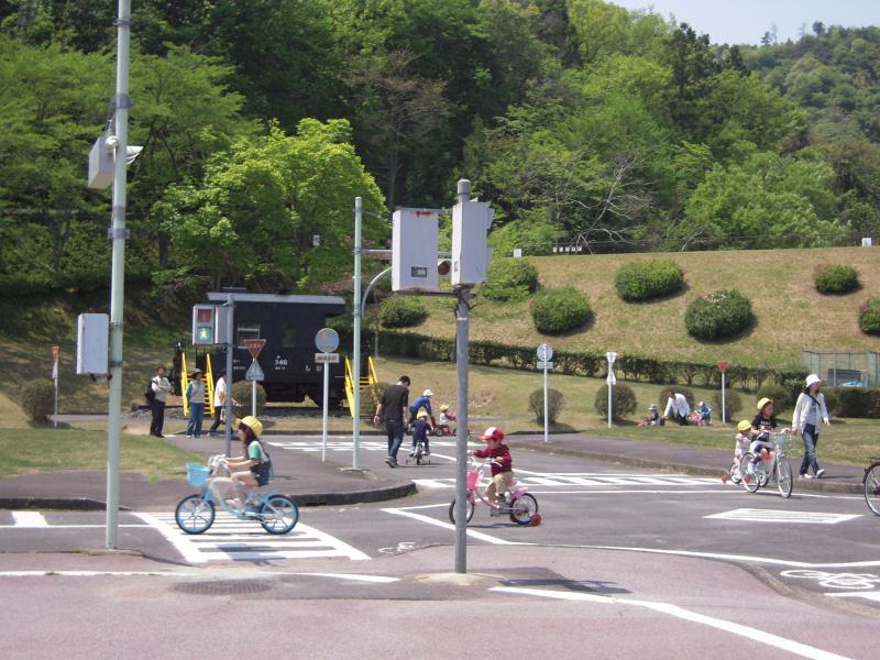 公園では、無料で自転車の練習 ...