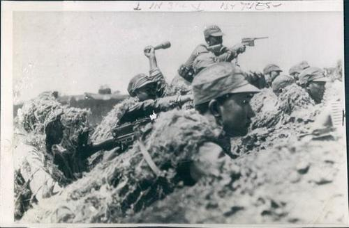 Chinese soldiers on the battlefield in defense of Changsha, 1941