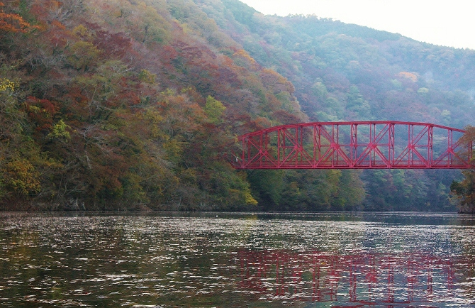 神龍湖の紅葉橋