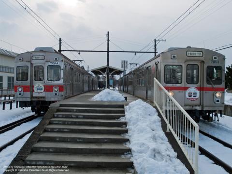 廃線になった十和田観光電鉄線の七百駅、列車交換(青森県)