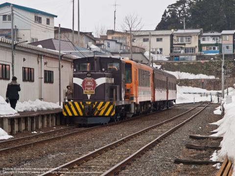 津軽鉄道線の津軽中里駅、ストーブ列車(青森県)