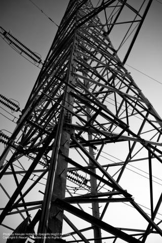 白黒で鉄塔