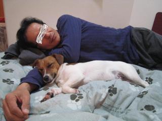 スキー後パパと寝るピート