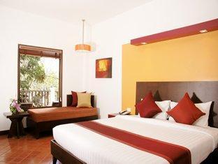 オール シーズンズ ナイハーン プーケット ホテル (All Seasons Naiharn Phuket Hotel)